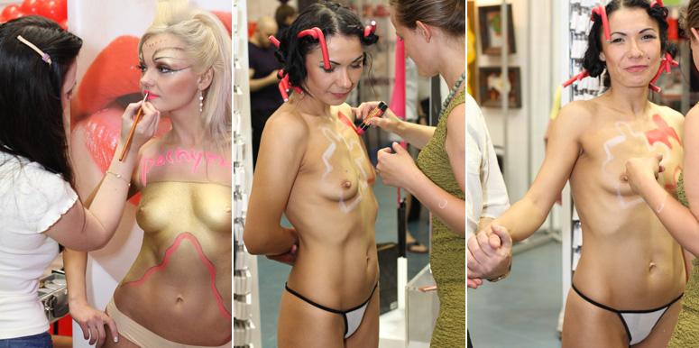 Подготовка моделей эротической выставки